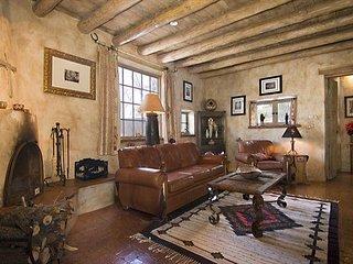 Cowboy Retreat, 3 Bedrooms, Jacuzzi,Wood Fireplace, WiFi,Sleeps 6 - House