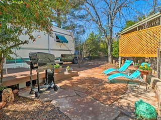 'Lover's Nest' Sedona 5th-Wheel Rec Unit w/ Patio!