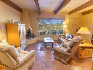 Artist Road #30, 2 Bedrooms, Fireplace, Pool Access, Washer/Dryer, Sleeps 4 - Co