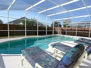 663EPS. Lovely Eagle Pointe 4 Bedroom South Facing Pool Home