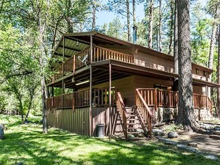 Sleepy Hollow on the River, 3 Bedrooms, Foosball, Hot Tub, Sleeps 8 - Cabin