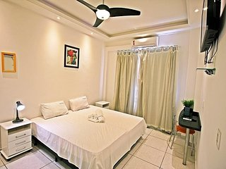 Renovated apartment with air conditioning and free amenities. C031