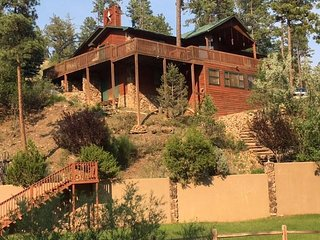 A River Runs Through It, 3 Bedroom, Hot Tub, Wooded, AC, 4 TVs, Pets Ok - Cabin