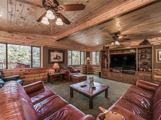 Buffalo Lodge, 7 Bedrooms, Hot Tub, Pool Table, Shuffleboard, Sleeps 16 - Cabin