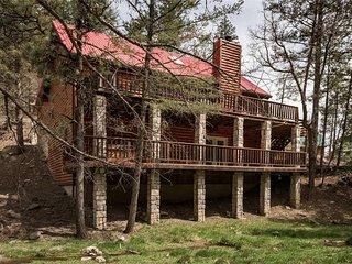 Cedar Creek Retreat, 4 Bedrooms, Gas Grill, WiFi, Hot Tub, Sleeps 10 - Cabin