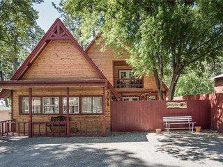 Sleepy Bear Cabin, 3 Bedrooms, Hot tub, WIFI, AC, TV, Fireplace, Sleeps 8 - Cabi