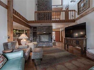 High Loop, 5 Bedrooms, Wood Fireplace, Hot Tub, Grill, Pool Table, Sleep 12 - Ca
