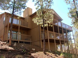 Dodson's Double Decker, 4 Bedrooms, Views, WiFi, Fireplace, Sleeps 10 - Cabin