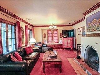 Casa de Olivia, 4 Bedrooms, Walk to Plaza, Pets Welcome, WiFi, Sleeps 8 - House