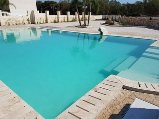 Residence con piscina a 1 km dalle spiagge