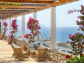 VILLA SAN MONTANO with private pool and sea view terrace