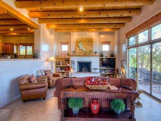 Bishops Lodge Villa Corazones, 3 Bedrooms, Fireplaces, WiFi, Sleeps 6 - House