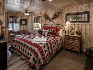 Elk Run C, Studio, Upper Canyon, Walk to River, Sleeps 2 - Cabin