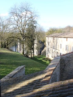 Vue d'une des chambres : château et rivière
