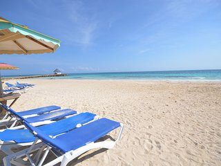 BEACHFRONT! STAFF! POOL! FAMILY  FRIENDLY!Eirie Blue, Silver Sands, Jamaica 4BR