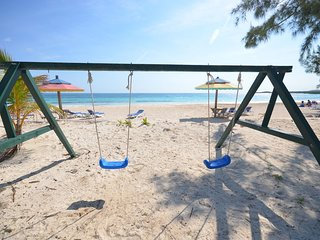 BEACHFRONT! FULLY STAFFED! GATED COMMUNITY! Ebb Tide, Silver Sands 3BR