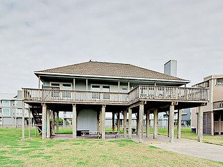 3BR w/Sweeping Gulf Views, 1 Block to Beach