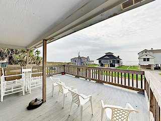 Newly Renovated 3BR w/ Sweeping Gulf Views – 1 Block to Beach