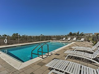 Private Perdido Key Townhome w/Pool - Walk to Beach!