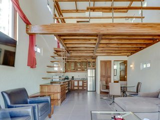 NEW LISTING! Cozy, modern cottage in a great location - walk to beach & surfing!