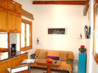 In the center of Valencia with Air conditioning, Parking, Terrace, Washing machi
