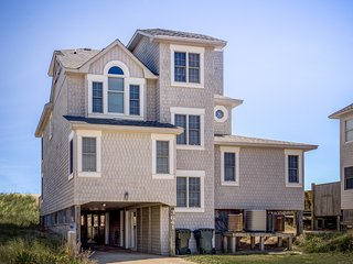 Looking Glass: 5 BR / 5 BA five bedroom house in Nags Head, Sleeps 12