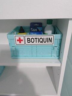 Pequeño botiquín de urgencia. Termómetro, betadine, alcohol, tiritas..