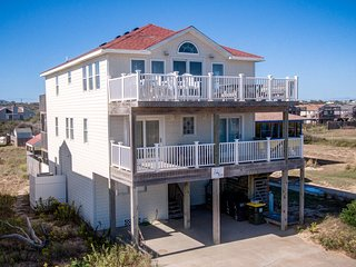 Sunny Outlook   98 ft from the Beach   Private Pool, Hot Tub