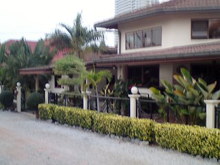 ' Davids House minutes from the beach and Sukumvit