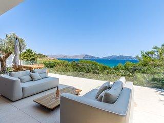 Villa de diseño sobre el mar en Mal Pas, Alcudia, acceso directo a playa y pisci