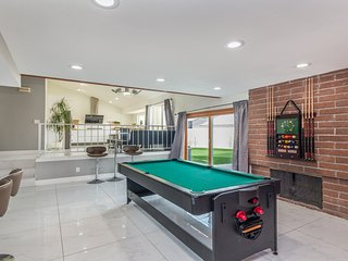 777RENTALS - Vegas Fun House - Pool, Spa, Air Hockey, Ping Pong, Poker Table