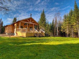 Le St-Bernard 7 personnes Spa et lac privé - Les Chalets Spa Canada