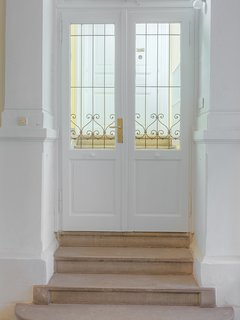 entrance to the apartment under cultural heritage protection