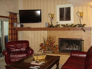 3BR Vail Duplex w/ Fireplace and Balcony