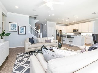 Gorgeous 6Bed 5Bath PROVIDENCE home with Private Pool, Spa and Pool Table