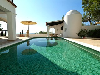 Villa San Antonio with gorgeous sea views, a short drive to Ibiza beaches! Catal