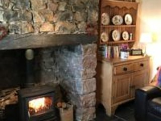White Lilac Welsh Cottage, Traditional Comfort, Log fire, Mountain Views