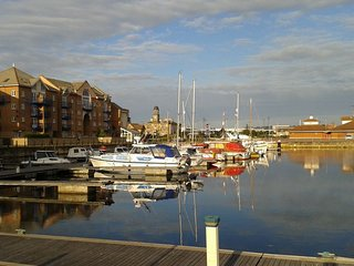 Spacious Front-line Apartment With Panoramic Marina Views, walking distance town