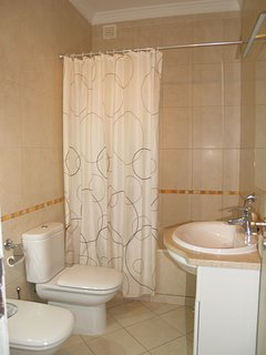 Family bathroom with bath/shower, WC, basin and bidet