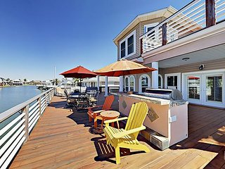 Jamaica Beach 3BR w/ Private Pool, Hot Tub, Outdoor Kitchen & Bay Views
