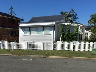 'Whitesands' Beachfront Cottage - Gold Coast - Commonwealth Games 2018!