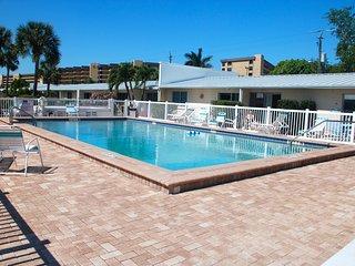 Gulf Side Siesta Key Villa~Peaceful 1st Floor Villa, 3 pools-Jamaica Royale #100