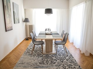 Newly chic renovated apartment in elegant area