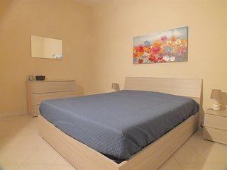 BRIGHT AND COSY APARTMENT CLOSE TO CASCINE PARK, EASY ACCESS TO DOWNTOWN, WI-FI