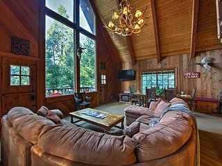 Large Lake Arrowhead Cedar Chalet w/ Lake Access!