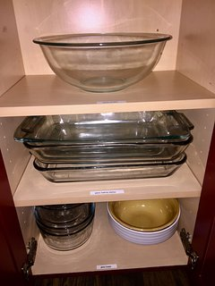 Nice Pyrex bowls and casserole dishes