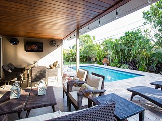 Seaward Palm:  5 Min Walk to Beaches, Heated Pool!