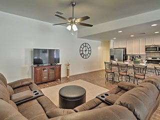 Modern Home - Walk to Lake Havasu & London Bridge!