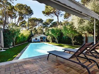 Beautiful provencale house with swimming pool in Antibes - W293