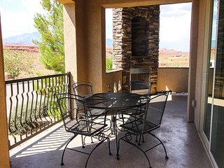 Luxury 3 Bed 2 Bath Suite. Great Red Rock Sunset View